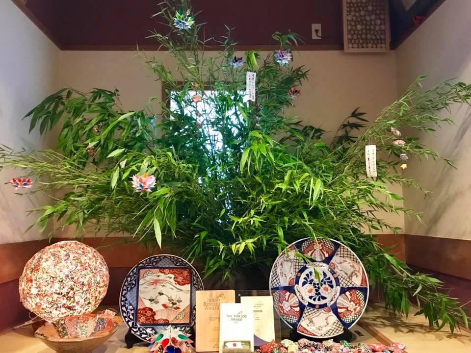 去年より更に大きな笹を、花時計さんに飾っていただきました。